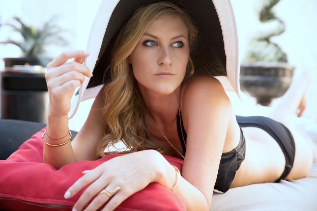 beach hat with bikini - boardwalk style california - los angeles fashion blogger rachael dickhute