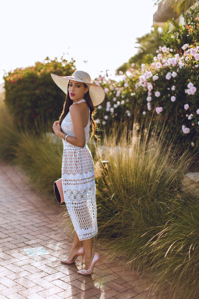 straw-beach-hats-for-women-elizabeth-keene-fashion-model-blogger